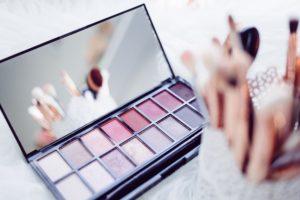 Makeup kits using ceramic compunds